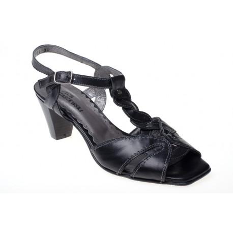 Sandały na obcasie z paskiem