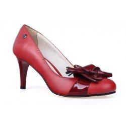 Buty czerwone szpilki z lakierowanymi ozdobami
